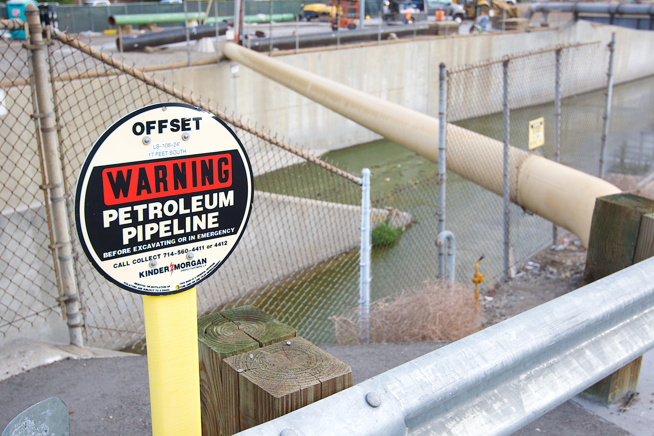 Pipeline warning sign